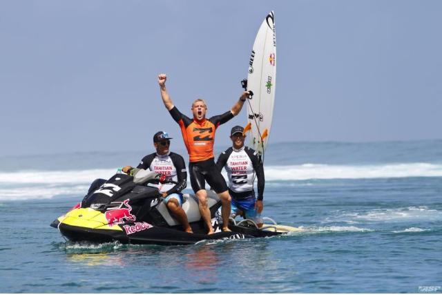 Mick Faning: campeão do Billabong Tahiti Pro, em Teahupoo