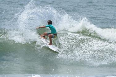 eduardo-motta-hang-loose-surf-attack-foto-munir-el-hage2
