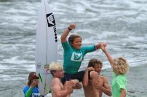 leo-casal-hang-loose-surf-attack-foto-munir-el-hage