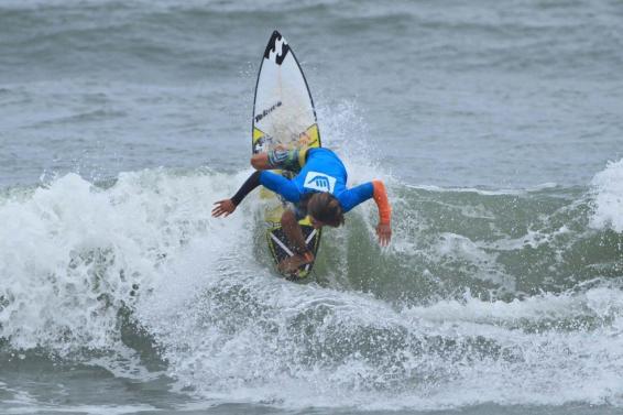 lucas-vicente-hang-loose-surf-attack-foto-munir-el-hage