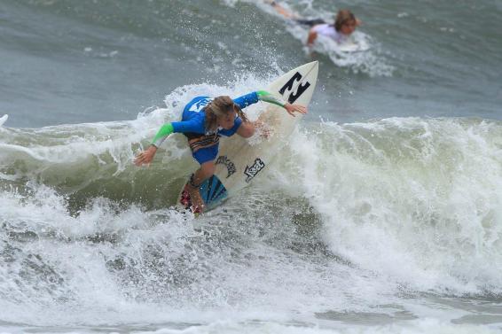 ryan-kainalo-hang-loose-surf-attack-foto-munir-el-hage