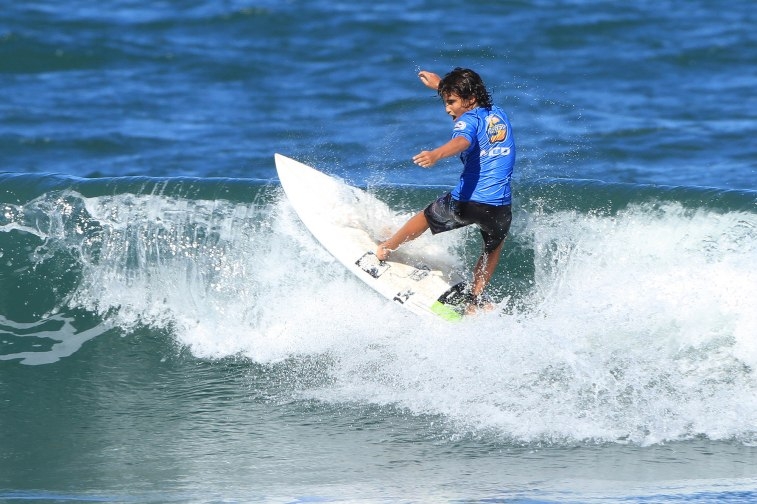 Philippe Neves Surf Trip SP Contest Camburi Foto Munir El Hage.