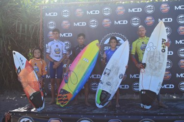 Podio Junior Surf Trip SP Contest Camburi Foto Munir El Hage.