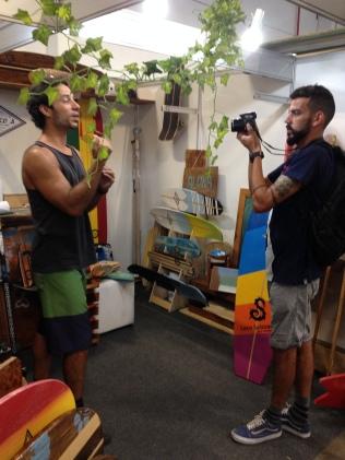 Chico, da Chico's Skates para Surfar em entrevista para o Surfista Paulistano, com o videomaker Fernando Pereira