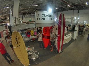 João Carlos Godoy, editor do Surfista Paulistano, com Delton Menezes, da Classic Longboards