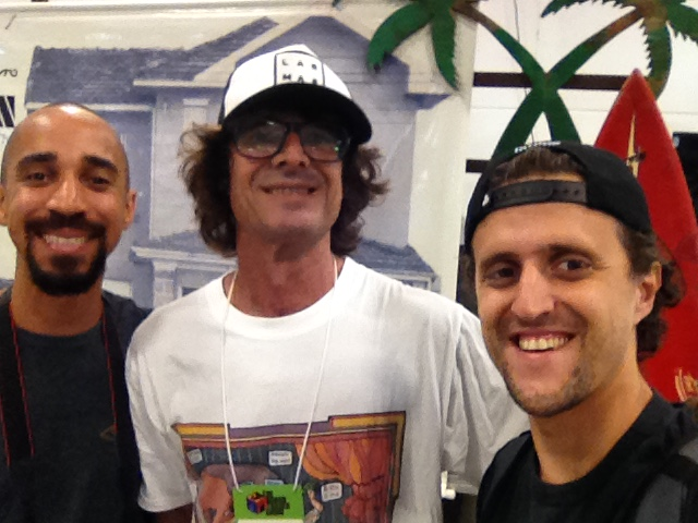 Videomaker Newton Santos, shaper Neco Carbone, João Carlos Godoy, editor do Surfista Paulistano